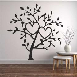 Дърво с вплетени сърца